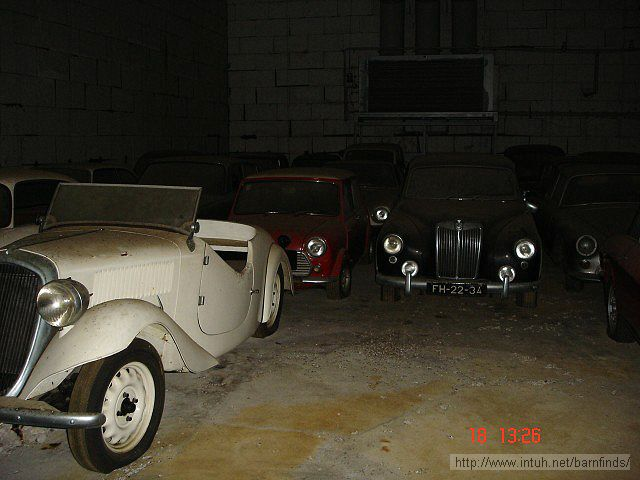 Fiat 508 Balilla Sport, Mini (Cooper) and MG Magnette.