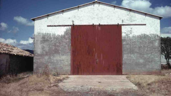 A Man Who Purchased a Smallholding Found a Welded Shut Shed – Jackpot!!