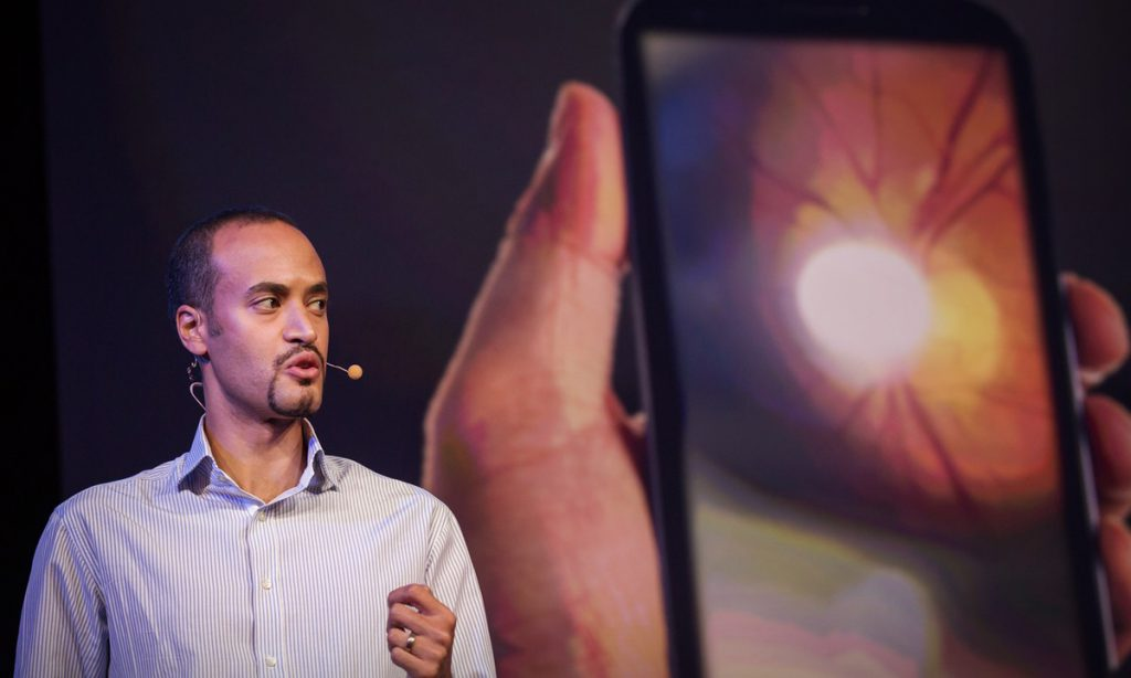 New Device Performs Eye Exams With Smartphone2