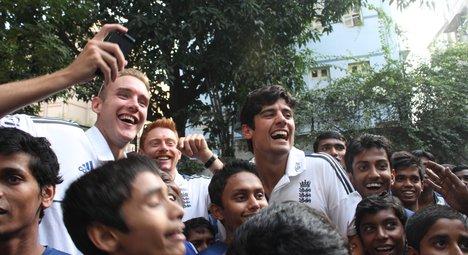 England cricket team to practice with school teams