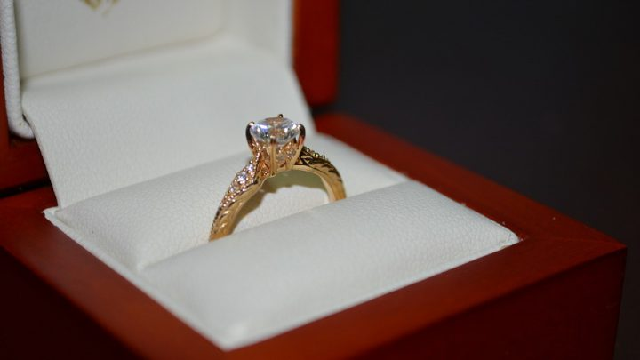 £10 diamond found at car bootie valued at £350,000